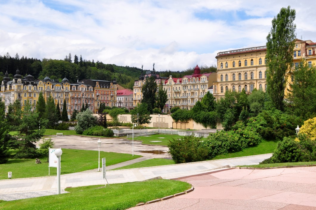 CHOOSING A CZECH HEALTH RESORT: MARIENBAD OR KARLOVY VARY