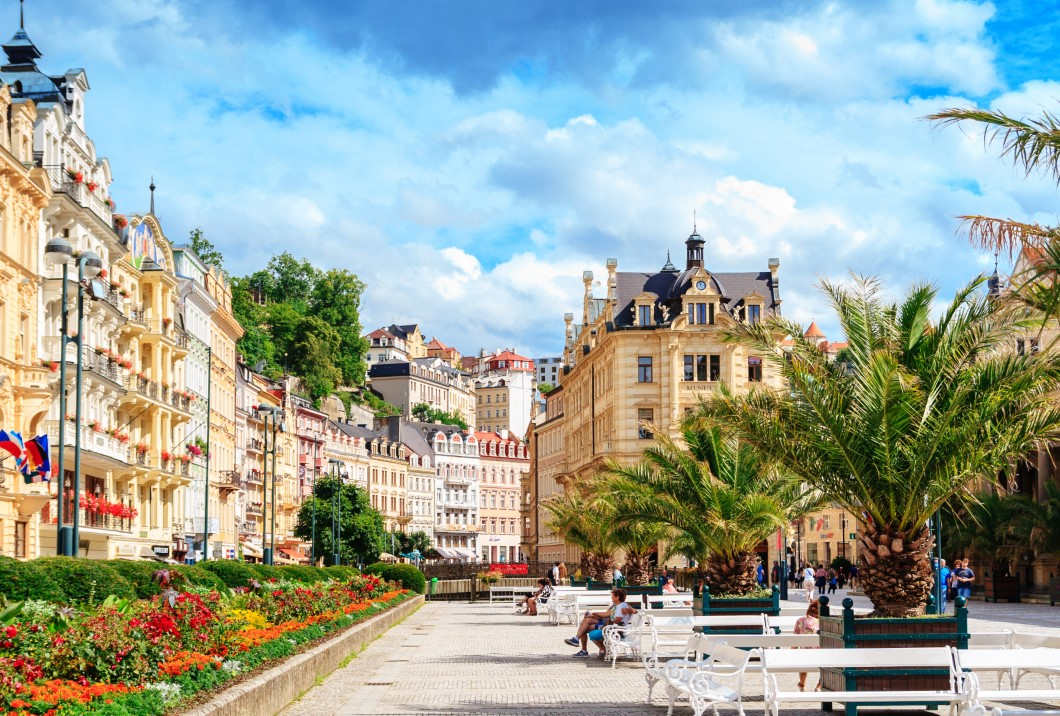 CARLSBAD (KARLOVY VARY): MINERAL WATER – THE MAIN SOURCE OF TREATMENT